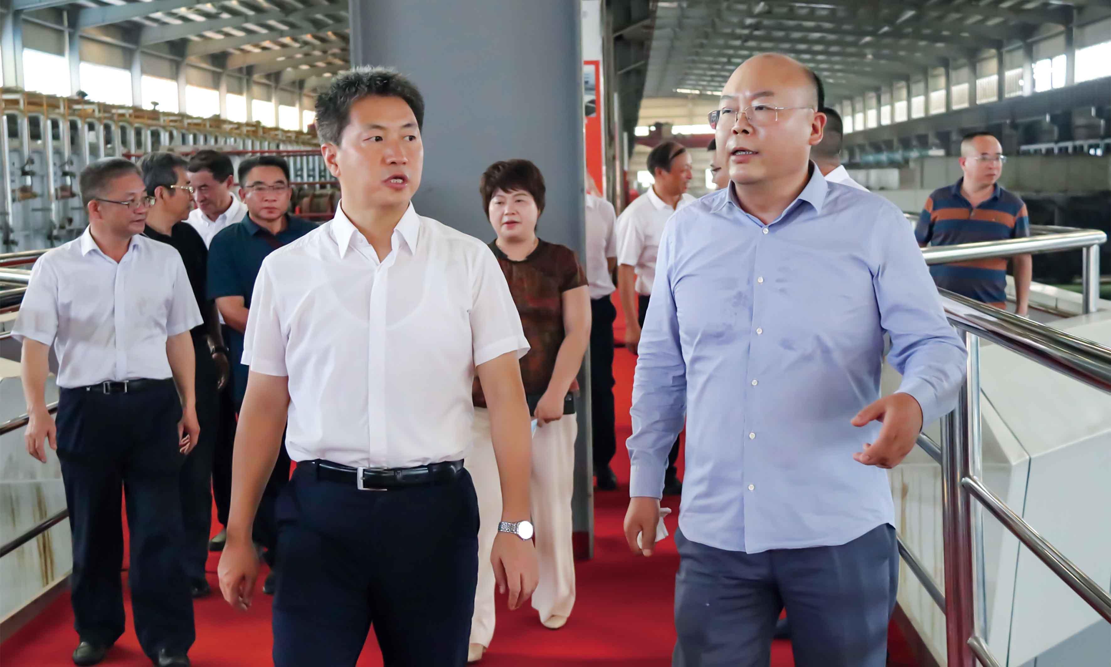 """""""향수와 발전을 말하다"""" 루디시 당위원회 부서기 겸 시장 대리인 Zeng Chaoqun과 그의 측근은 조사를 위해 홍왕그룹을 방문..."""